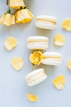 Macarons with lemon curd ganache