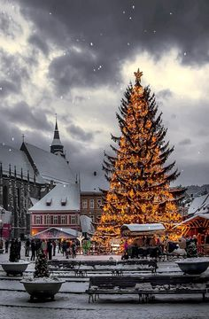 Christmas in Brasov, an authentic medieval city in the Carapathians, Romania www.romaniasfriends.com
