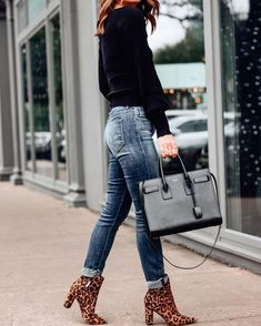 Shop pop of leopard print and classic denim combo, plus more outfit inspo, instantly via screenshot when you… Booties Outfit, Leopard Shoes Outfit, Leopard Print Outfits, Leopard Print Boots, Ankle Boots Outfit Fall, Cheetah, Looks Jeans, Casual Chique, Fall Winter Outfits