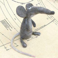 "Needle Felting - ""Skip, the Ship Rat"" by Fing's Art Toys Mouse Crafts, Felt Crafts, Needle Felted Animals, Felt Animals, Stuart Little, Wooly Bully, Dou Dou, Needle Felting Tutorials, Felt Mouse"