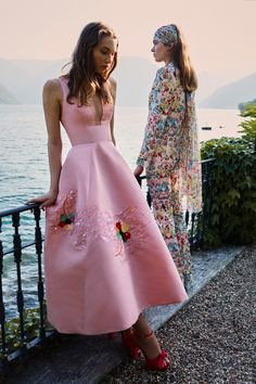 Monique Lhuillier Spring 2020 Ready-to-Wear Fashion Show - Vogue Fashion Weeks, Fashion 2020, Runway Fashion, Spring Fashion, High Fashion, Fashion Show, Fashion Design, Feminine Fashion, Couture Mode