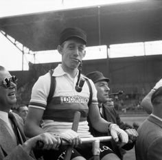 Wout Wagtmans at the start of the Tour de France in the Olympic Stadium, Amsterdam 1954