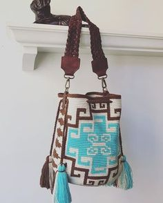 Marvelous Crochet A Shell Stitch Purse Bag Ideas. Wonderful Crochet A Shell Stitch Purse Bag Ideas. Crochet Handbags, Crochet Purses, Mochila Crochet, Tapestry Crochet Patterns, Crochet Shell Stitch, Tapestry Bag, Macrame Bag, Boho Bags, Purse Patterns