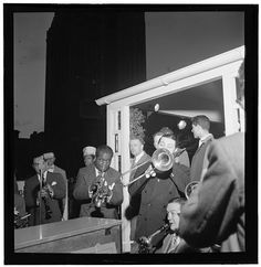 Fotó: Louis Armstrong  — New York, 12 February 1938 (radio broadcast transcription)  Louis Armstrong, trumpet Jack Teagarden, trombone Bud Freeman, tenor sax Fats Waller, piano probably Al Casey, guitar possibily Zutty Singleton, drums