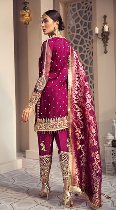 Shirin Embroidered Organza Shirt With Embroidered Raw Silk Trouser And Organza Jacquard Dupatta. Shadi Dresses, Pakistani Formal Dresses, Pakistani Dress Design, Pakistani Outfits, Indian Dresses, Indian Outfits, Designer Salwar Kameez, Moderne Outfits, Party Kleidung