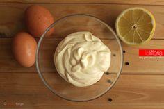 La maionese veloce sfrutta un metodo semplificato e alternativo per prepararla: in meno di 5 minuti, questo grande classico è pronto per essere utilizzato.