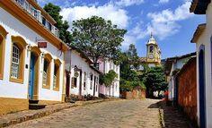 Casarios e igreja compõem a arquitetura de Tiradentes