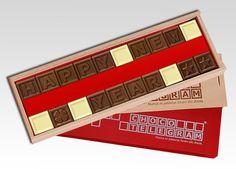 Y hoy es el último día del año. ¡No se olvide de comer nuestros deliciosos chocolates en este día especial! Chocolates, 1, Card Holder, Cards, Dresses, World Teacher Day, Sweet Messages, Chocolate Delight, Happy Valentines Day Dad