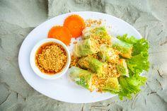 Das Rezept für Summer Rolls mit Erdnussdip mit allen nötigen Zutaten und der einfachsten Zubereitung - gesund kochen mit FIT FOR FUN