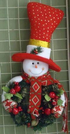 Resultado de imagen para pinterest natale feltro cosas de navidad Christmas Sewing, Christmas Snowman, Christmas Projects, Handmade Christmas, Felt Christmas Decorations, Christmas Wreaths, Christmas Ornaments, Snowman Crafts, Felt Crafts