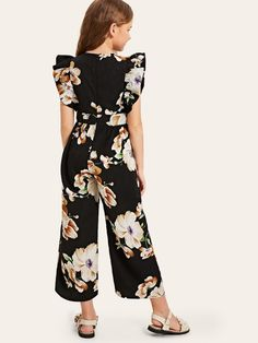 To find out about the Girls Ruffle Armhole Floral Wide Leg Jumpsuit at SHEIN, part of our latest Girls Jumpsuits ready to shop online today! Dresses Kids Girl, Cute Girl Outfits, Kids Outfits, Ruffle Jumpsuit, Jumpsuits For Girls, Baby Dress, Kids Fashion, Fashion Dresses, Clothes For Women