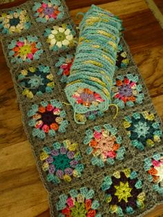 Transcendent Crochet a Solid Granny Square Ideas. Inconceivable Crochet a Solid Granny Square Ideas. Crochet Afgans, Crochet Quilt, Crochet Blocks, Love Crochet, Crochet Motif, Granny Square Crochet Pattern, Crochet Squares, Crochet Granny, Crochet Blanket Patterns