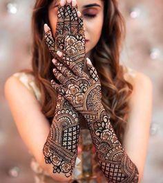 Wedding Henna Designs, Mehndi Designs Book, Mehndi Designs For Hands, Mehandi Designs, Legs Mehndi Design, Mehndi Design Photos, Latest Simple Mehndi Designs, Latest Mehndi, Mehendi Photography
