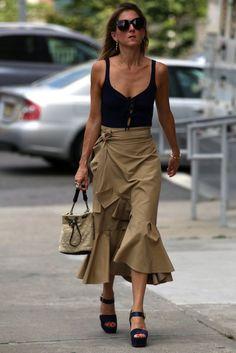 New York Fashion Week Street Style Spring 2017 Looks Street Style, Street Style Summer, Skirt Outfits, Chic Outfits, Casual Chic, New Yorker Mode, Look Fashion, Womens Fashion, Fall Fashion