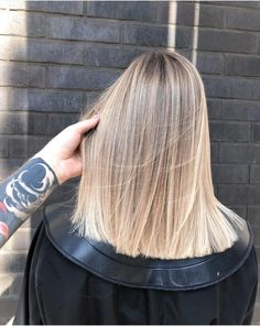 58 Super Hot Long Bob Hairstyle Ideas That Get You To Hold Your Hair Now Wavy Bob Hairstyles bob hair Hairstyle hold hot Ideas long Super Shoulder Length Curly Hair, Short Curly Hair, One Length Hair, Medium Curly, Medium Layered, Short Wavy, Short Pixie, Blonde Hair Looks, Brown Blonde Hair