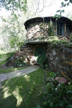 Hobbit House garden -- garden tours at GWA2010 by Gardening in a Minute, via Flickr