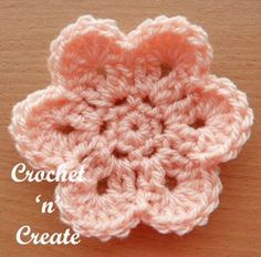 Crochet Edging Curved Edge Flower Free Crochet Pattern - Crochet 'n' Create - This curved edge flower is an easy and quick design I am sure you will love. Crochet flowers are great if you want to whip up a small project fast, they . Beau Crochet, Crochet Puff Flower, Crochet Flower Tutorial, Love Crochet, Crochet Motifs, Crochet Patterns, Crochet Leaves, Crochet Borders, Loom Patterns