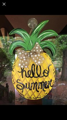 "Terrific Free of Charge Pineapple Door Hanger / Summer Door Hanger / Spring Door Hanger / Pineapple Concepts Your individual door hanger Sure, the classic is of course the door pendant, where on leading ""do Welcome Signs Front Door, Door Signs, Barn Wood Crafts, Burlap Door Hangers, Wooden Cutouts, Spring Door, Spring Summer, Diy Door, Summer Crafts"