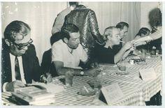 Vinicius de Moraes, Fernando Sabino e Rubem Braga autografam livros em Vitoria, no projeto Encontro Marcado.
