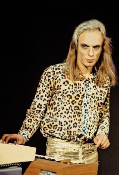 Brian Eno of Roxy Music performing at the Royal College of Art – 1972