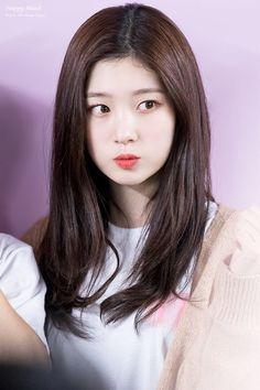 180421 ♡₊˚⁎ ©: HappyMind_1201 Korean Beauty, Asian Beauty, Medium Hair Styles, Short Hair Styles, Kim Chungha, Jung Chaeyeon, Pop Photos, Beauty Full Girl, Korean Girl Groups