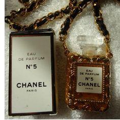 Chanel no 5 necklace Baby Chanel, Chanel No 5, Chanel Beauty, Chanel Paris, Coco Chanel, Chanel Jewelry, Gold Jewelry, Jewelry Box, Jewellery