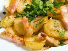 La cacasse à cul nu est un plat typique et symbolique de la cuisine ardennaise. C'était à l'origine un plat simple et nourrissant, une fricassée de pommes de terre, cuites dans un roux, dans une cocotte en fonte, que les personnes les plus modestes consommaient quand la viande était inabordable. Belgium Food, No Salt Recipes, Cooking Bacon, Winter Food, Stew, Sweet Potato, Entrees, Potato Salad, Side Dishes