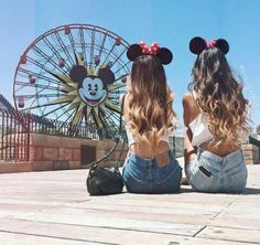 Don't you want to take the perfect picture at with your best friend as well? I cant wait to take this with my BFF in disneyland! Bff Pics, Photos Bff, Cute Bestfriend Pictures, Best Friend Fotos, Your Best Friend, Best Friend Pictures, Friend Photos, Shooting Photo Amis, Best Friend Photography