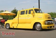 1005trweb_009+2010_ford_f100_super_nats_truck_show+ford_c600_coe.jpg 1.600×1.100 pixels