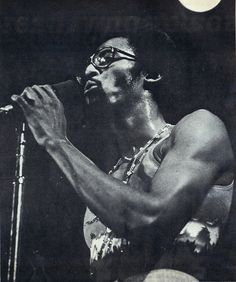 Photo by Bruce Talamon. Scanned from the February 1976 (Vol. 10 No. issue of SOUL Newspaper. David Ruffin onstage in late 1975 or early David Ruffin Temptations, Original Temptations, Otis Williams, Black Music Artists, Crushing On Someone, Soul Artists, Soul Singers, Man Crush Everyday, Black History Facts