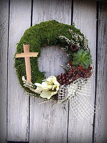 - machový venček malý 5 - 3190119 Grave Flowers, Funeral Flowers, Funeral Flower Arrangements, Floral Arrangements, Christmas Pine Cones, Christmas Wreaths, Grave Decorations, All Saints Day, Sympathy Flowers