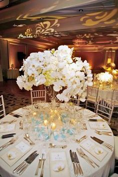 An Elegant Affair    ColinCowie.com  Again a beautiful centerpiece that still allows conversation by all at the table!