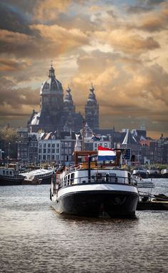 15 Free Things To Do In Amsterdam. There are specific visiting hours available and people are welcome to enter the houseboat and pet and keep the cats. This is a very cool, free thing to do in Amsterdam because you get to go on a houseboat and hang out and make a new furry friend. #amsterdam #travel #holland #netherlands #free #thingstodo #traveltips #travelinfo #europe Amsterdam Things To Do In, Visit Amsterdam, Amsterdam Travel, Fall Vacations, Vacation Trips, Vacation Ideas, Europe Destinations, Amazing Destinations, Relogio Casio Edifice