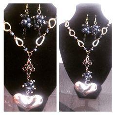 collar largo negro con cadena de aluminio y cristal checo negro tornasol