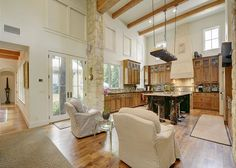 If you've ever dreamed of living in the Palace of Versailles, our 4BR/4.5BA house will give you a taste of the French court—Texas-style! With its own private studio casita, an outstanding kitchen full of professional-grade appliances, and luxurious outdoor space, you'll be amazed at every turn. - Turnkey Vacation Rental