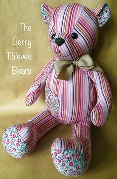Memory Bears, Christmas Teddy Bear, Keepsakes, Teddy Bears, Stitches, Dinosaur Stuffed Animal, Craft Ideas, Memories, Couture