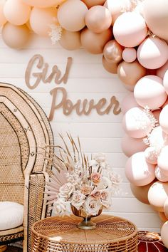 Idee Baby Shower, Baby Shower Backdrop, Baby Girl Shower Themes, Baby Shower Parties, Babyshower Girl Ideas, Baby Shower Pink, Baby Shower Balloon Ideas, Baby Shower For Girls, Baby Girl Shower Decorations