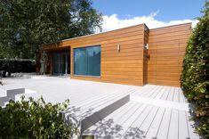 VertiGrain 2 Grey decking boards from TimberTech. Grey composite decking for contemporary gardens – order a FREE sample now! Grey Gardens, Composite Decking, Modern Buildings, Real Wood, Garden Design, Composition, Contemporary, Outdoor Decor, Stylish