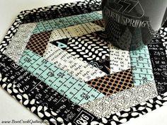 Textagon Mug Rug Tutorial Potholder Patterns, Mug Rug Patterns, Quilt Block Patterns, Canvas Patterns, Quilt Blocks, Small Quilt Projects, Quilting Projects, Quilting Tips, Sewing Projects