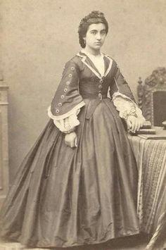 Wool or silk, Round waist with belt, open sleeves, v-neck