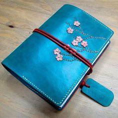 #Handmade #bindingbook #bookbinding  #leatherJournal