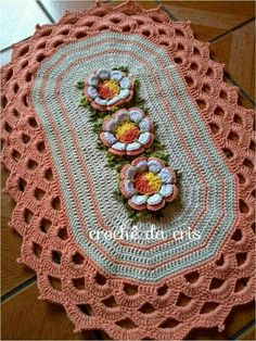 Crochet Table Mat, Crochet Mat, Crochet Tablecloth, Filet Crochet, Crochet Crafts, Crochet Doilies, Yarn Crafts, Crochet Flowers, Crochet Projects