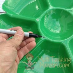 Don't Throw Out Dollar Store Trays Til You See These Crazy Cool Ideas - When the last crumb is wiped off, repurpose these. You'll thank us Yard Art, Farm Chicken, Chicken Life, Chicken Coup, Chicken Tractors, Chicken Chick, Automatic Chicken Feeder, Diy Projects To Try, Pvc Projects
