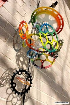 DIY Bicycle Reuse Concepts - http://www.dedecoration.com/home-design-ideas/diy-bicycle-reuse-concepts.html