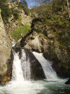 Une Sélection des plus belles piscines naturelles des Pyrénées Orientales Envie de se rafraîchir ? mais pas envie de plage bondée ? Envie de verdure ? De cascades naturelles dans des sites naturels…