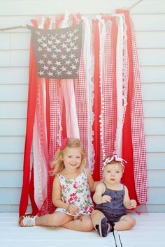 An easy, quick, no-sew tutorial for a shabby chic American flag. The perfect American flag for a backdrop, or patriotic decoration for your Fourth of July party! Fourth Of July Decor, 4th Of July Decorations, 4th Of July Party, July 4th, 4th Of July Ideas, Birthday Decorations, Photography Props, Children Photography, 4th Of July Photography