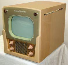 General Electric model 907 Television, ca. Vintage Television, Television Set, Vintage Tv, Vintage Antiques, Old Technology, Vintage Appliances, Tv Sets, Antique Radio, Retro Futuristic