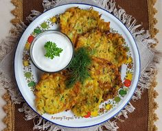 AranyTepsi: Répás-újhagymás cukkini lepénykék Grains, Curry, Rice, Chicken, Ethnic Recipes, Food, Meal, Curries, Hoods
