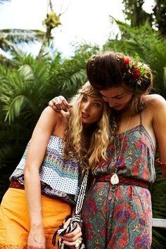 Love the braids and the flower as hair accessories..this summer going to be fun!!