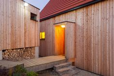 Timber cladding over Ecococon panels Exterior Design, Interior And Exterior, Straw Bales, Timber Cladding, Building Design, Service Design, Garage Doors, Barn, Architecture